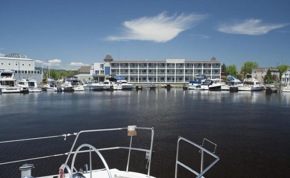 Park point marina inn hotel on lake superior for Duluth mn resorts e cabine