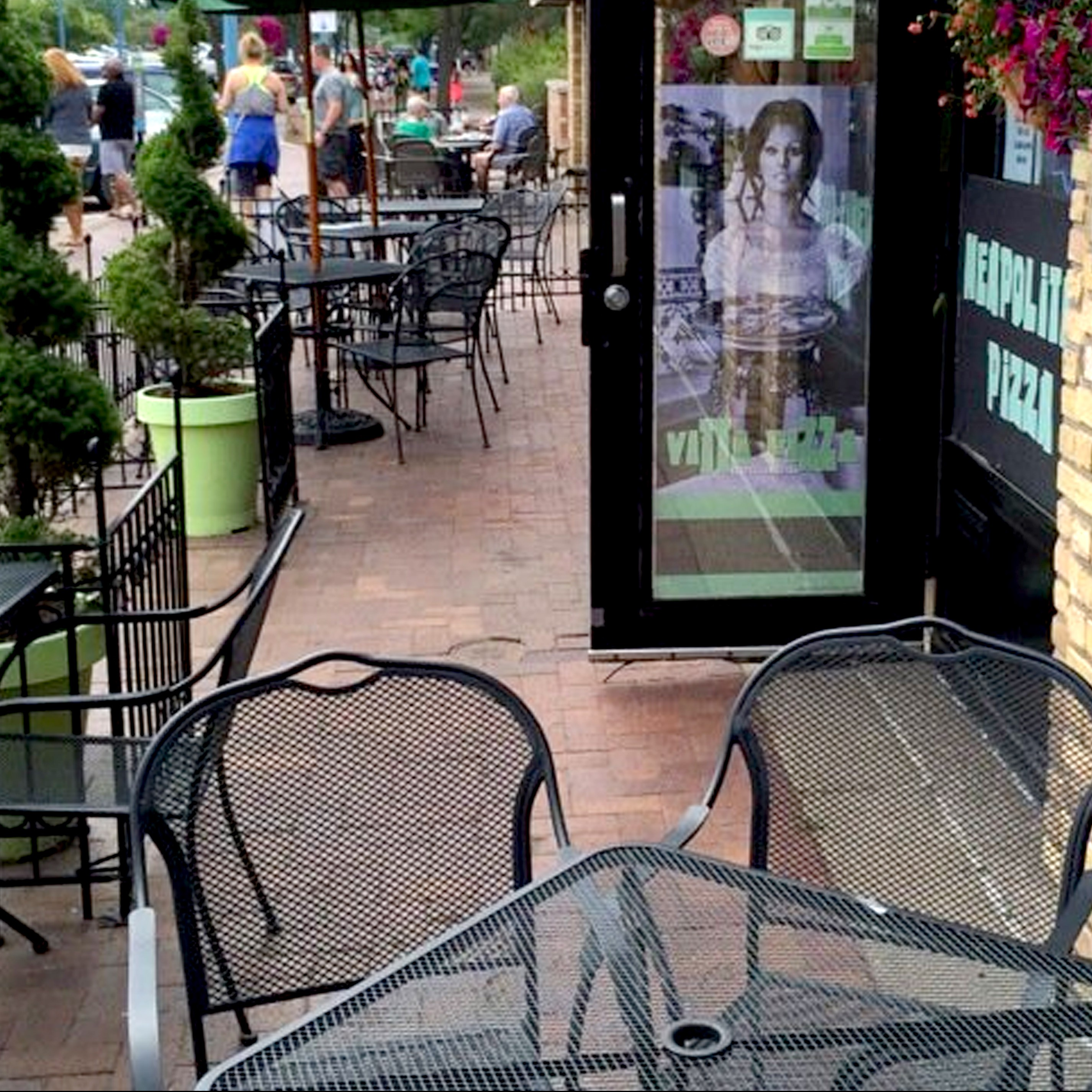 Vitta Pizza outdoor patio