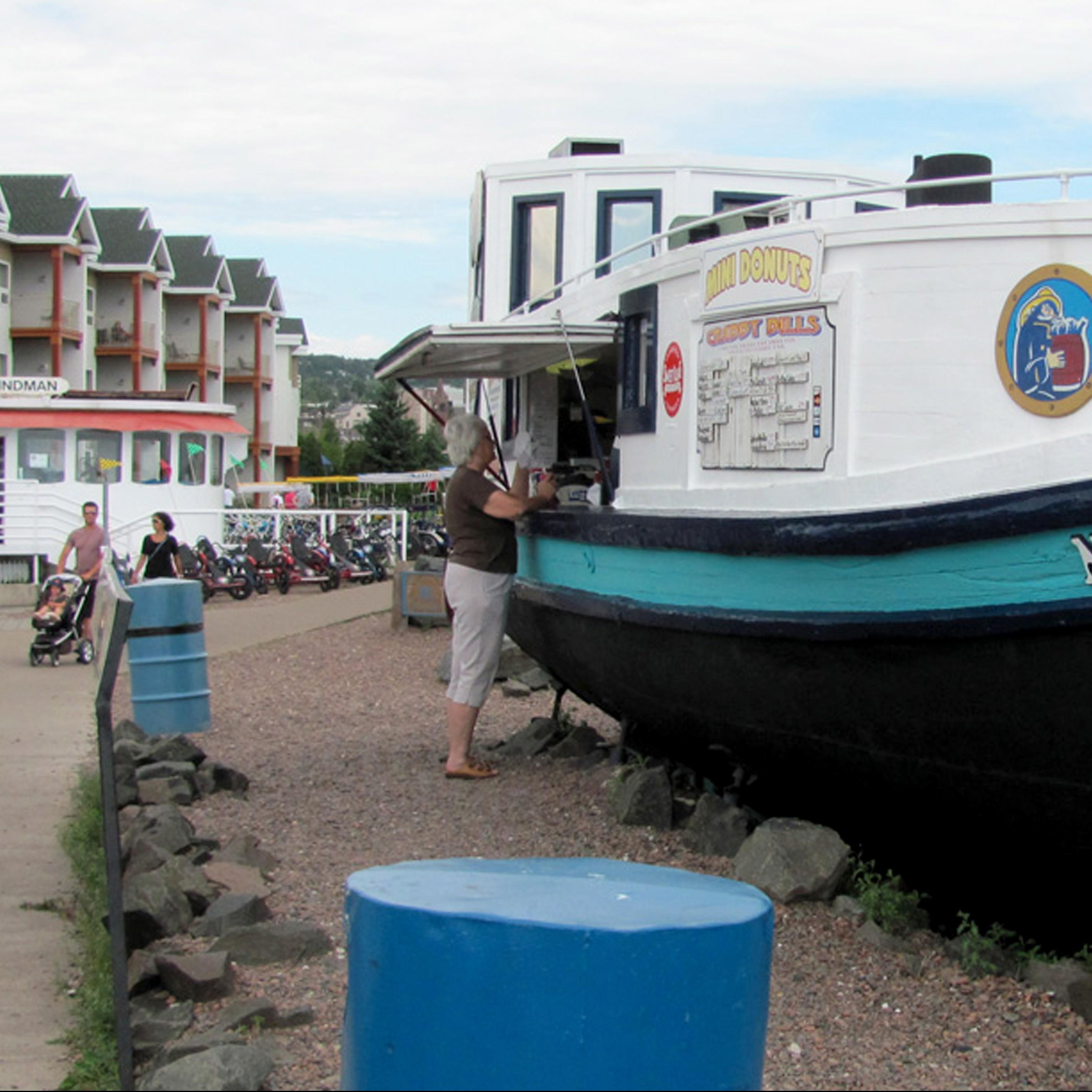 Crabby Ole Bills Snack Boat