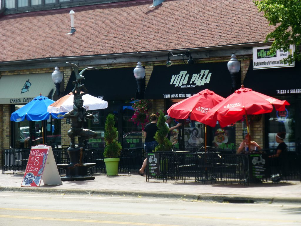 Vitta Pizza outdoor patio in Canal Park