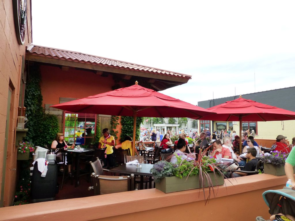 Bellisio's outdoor patio in Canal Park