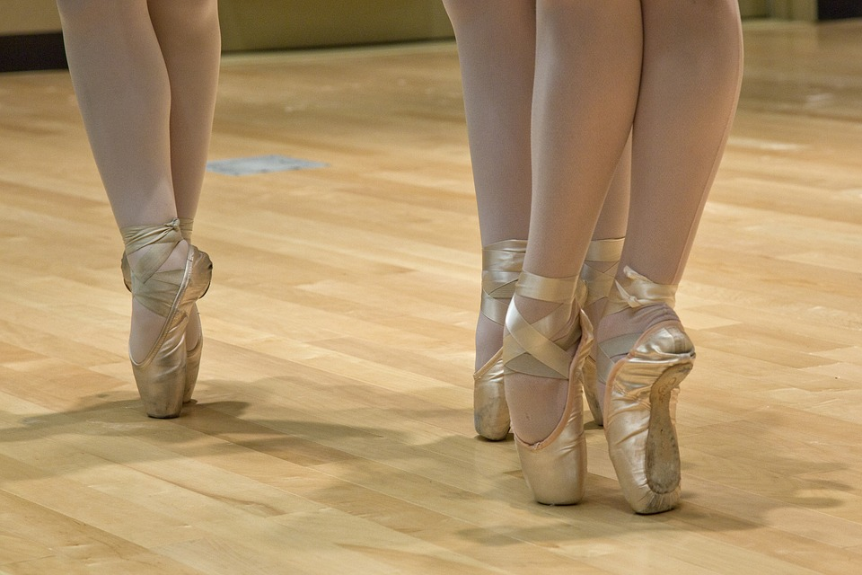 ballerinas in pointe shoes
