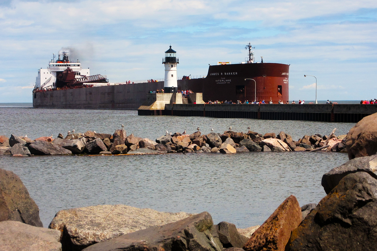 James R. Barker coming into the Duluth-Superior port